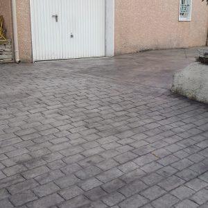 Après - Le passage des véhicules vers le garage est facilité par l'accès rénové.