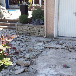 Avant - Un décaissage est nécessaire pour permettre l'ouverture de la porte de garage.