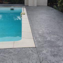 Plage de piscine réalisée à fleur des margelles.