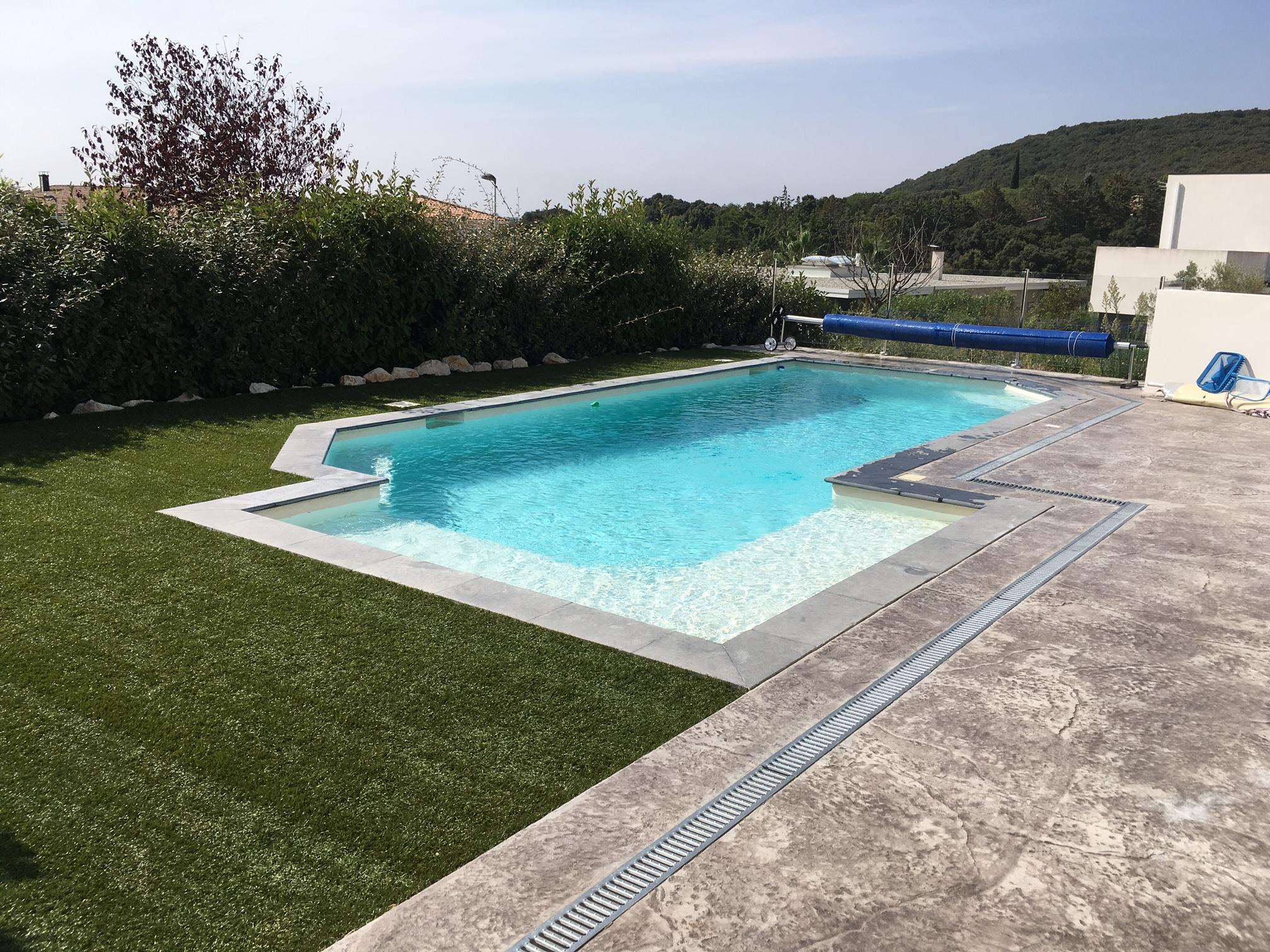 Realisation piscine beton construction piscine b ton aix for Construction piscine 09