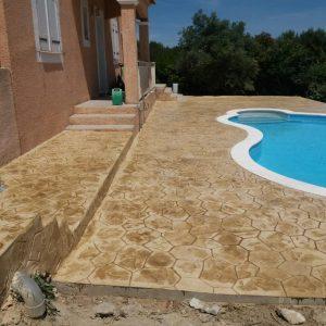 Après - ...Et une plage de piscine originale à fleur de margelles !