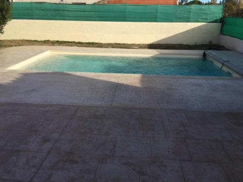 Plage piscine motif carreaux - Béton imprimé