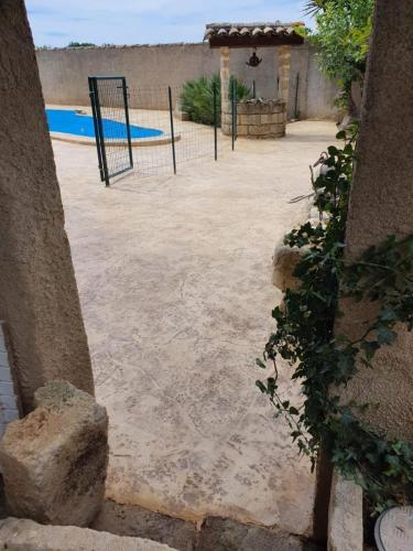 Plage piscine motif roche