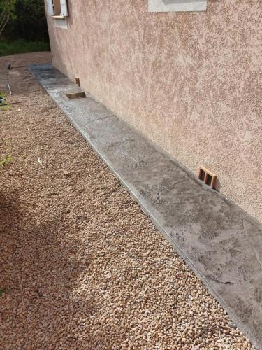 Tour de maison motif roche - Béton imprimé